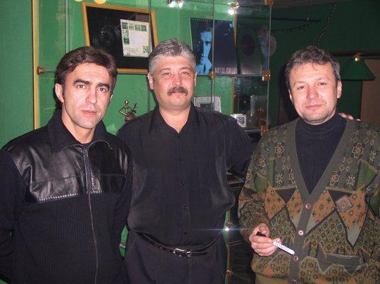 Вячеслав Бутусов, хозяин кафе Сабс Игорь Хомкалов и Андрей Тарасенков